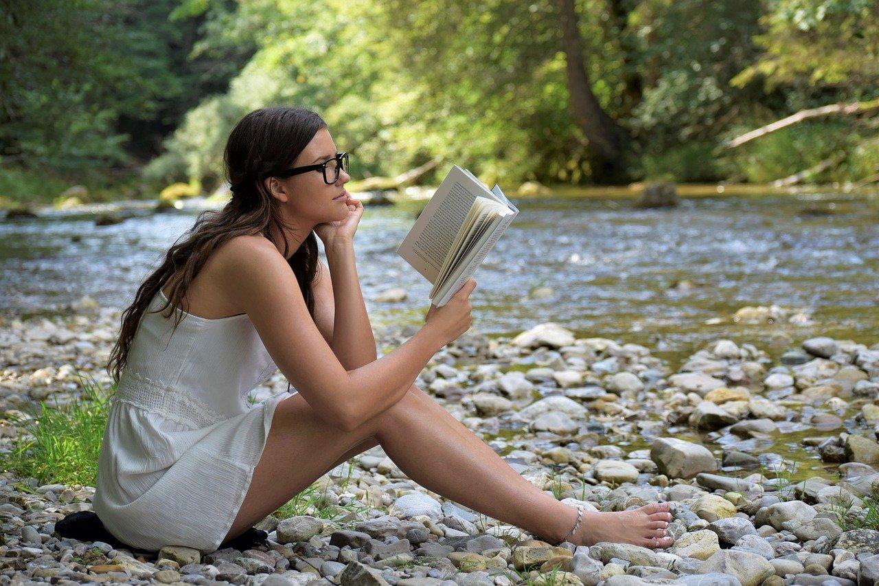 Leggere un libro è salutare per il cervello